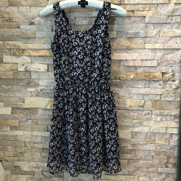 🌱H&M  floral summer dress - cut out back